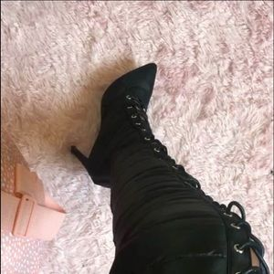 These heel boots are very pretty and constable